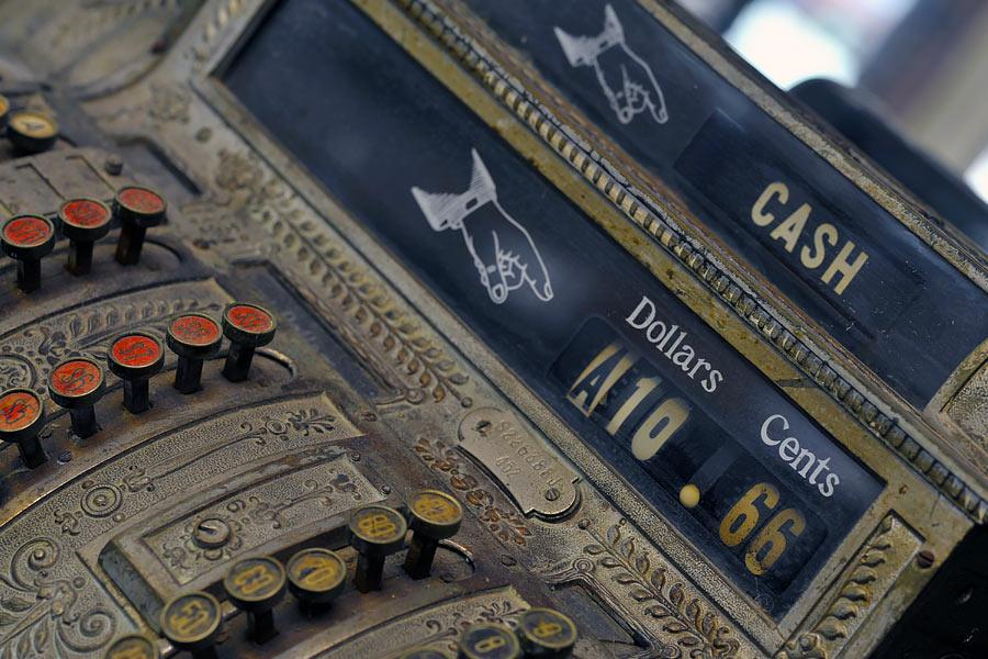 bar_cashregister_closeup