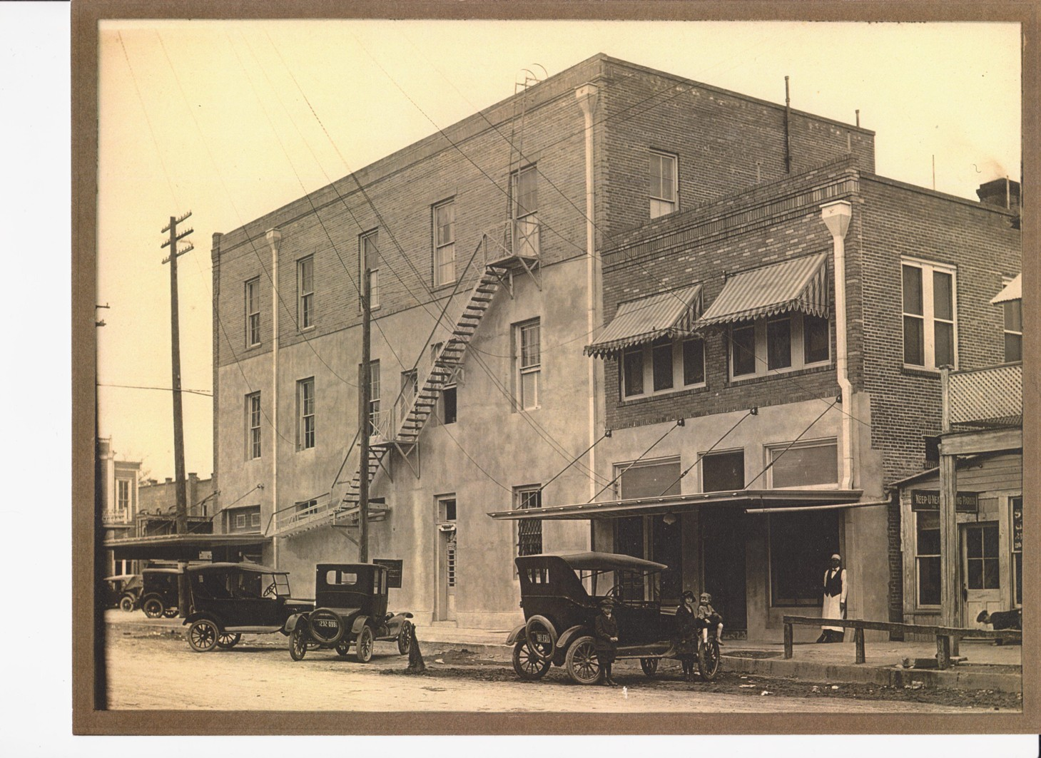 Phoenix Saloon building (side) circa 1922